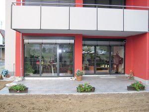 Fensterfront Mehrfamilienhaus